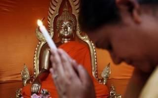 Буддийские монахи молитва